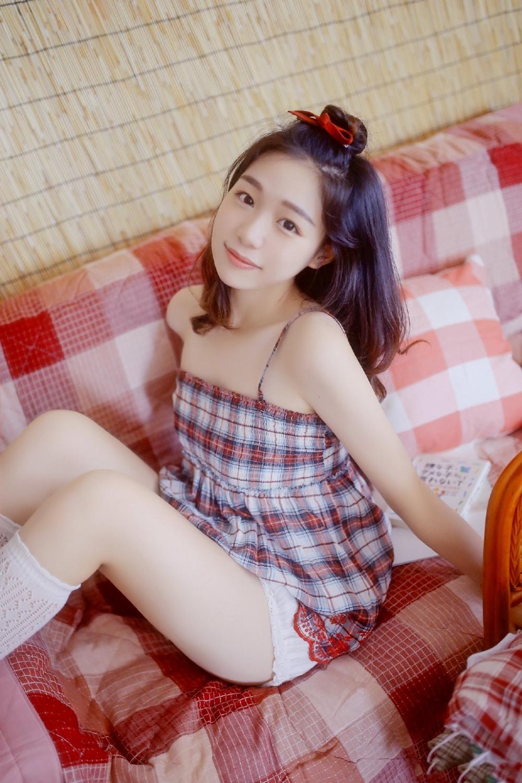 长发美颜美韵大腿吊带格子裙纯色写真
