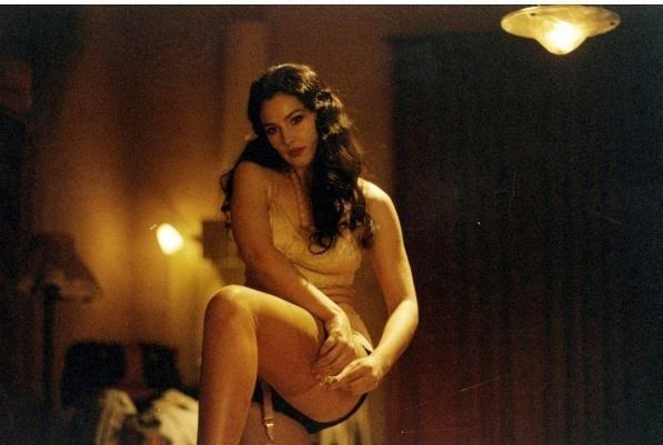 20部最性感丝袜美腿电影镜头,看看有你喜欢的没有 1