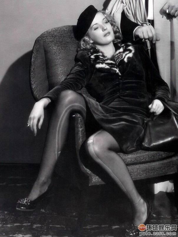 20部最性感丝袜美腿电影镜头,看看有你喜欢的没有 6