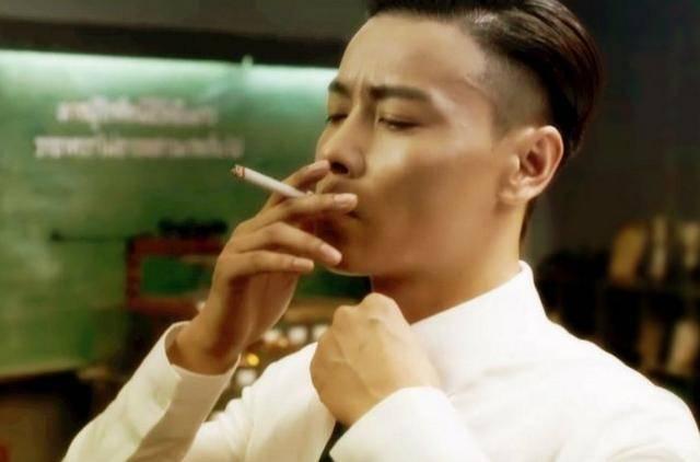 盘点电影中男明星吸烟很帅的12个镜头你看过几部? 26