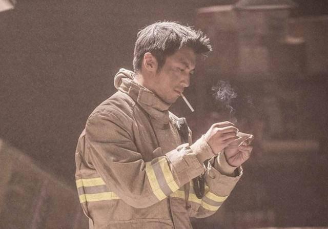 盘点电影中男明星吸烟很帅的12个镜头你看过几部? 31