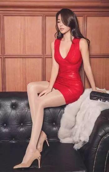 炎炎夏日女生为什么总喜欢穿超短裙! 7