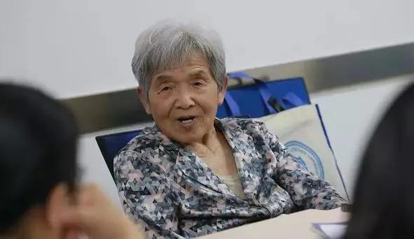 为什么36岁收费大姐被淘汰,83岁奶奶年薪40万? 4