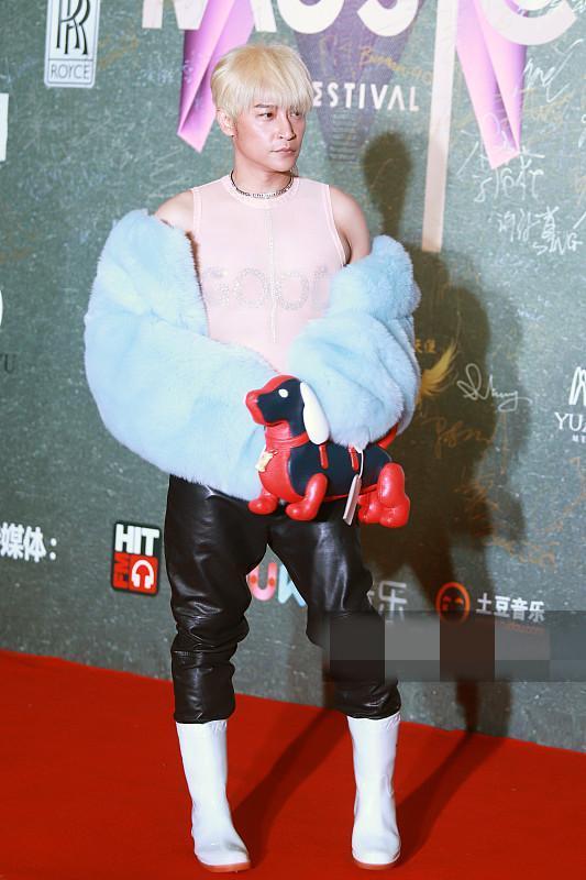 蔡妍脸部大走样竟被陈志朋的连体内衣抢了风头 11