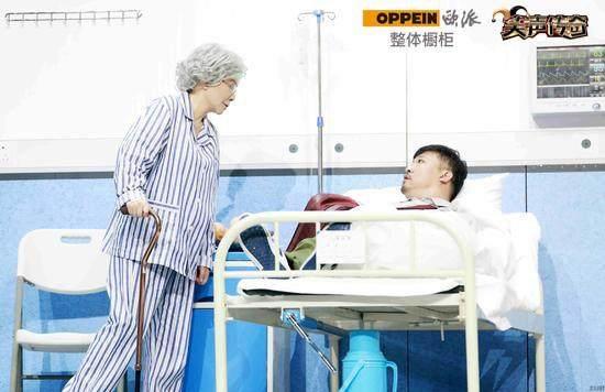 笑傲江湖之笑声传奇》贾冰和蔡明同台夺得本届大赛的冠军 6