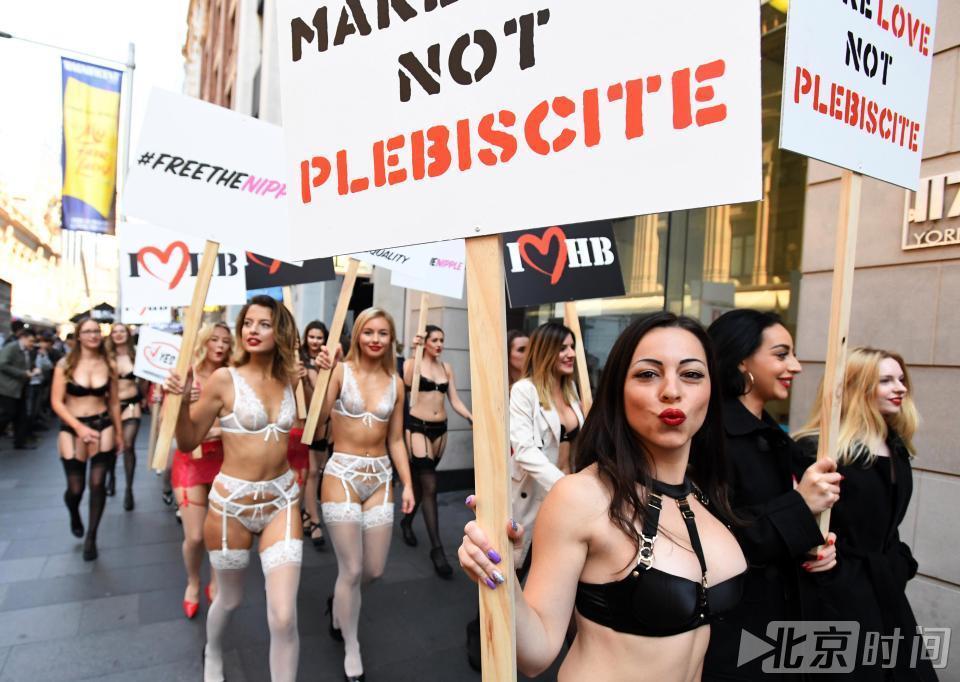 悉尼数十模特快闪游行 为同性婚姻合法化投票造势 2