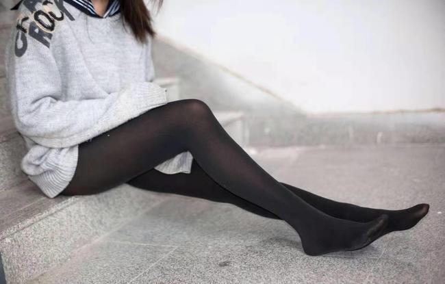 东北妹子冬天穿丝袜冻尿血竟因模仿韩女星