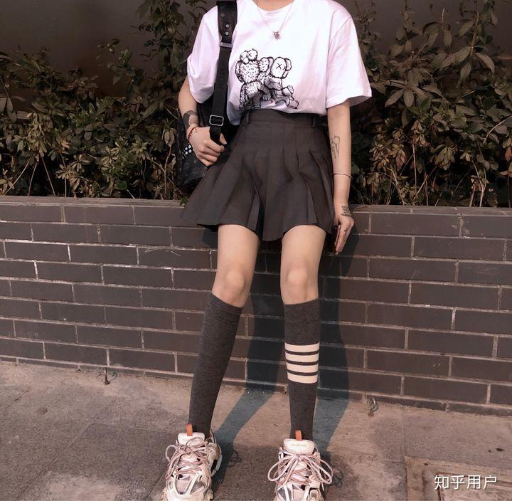 为什么中国女性经常穿连裤袜而不穿长筒袜?