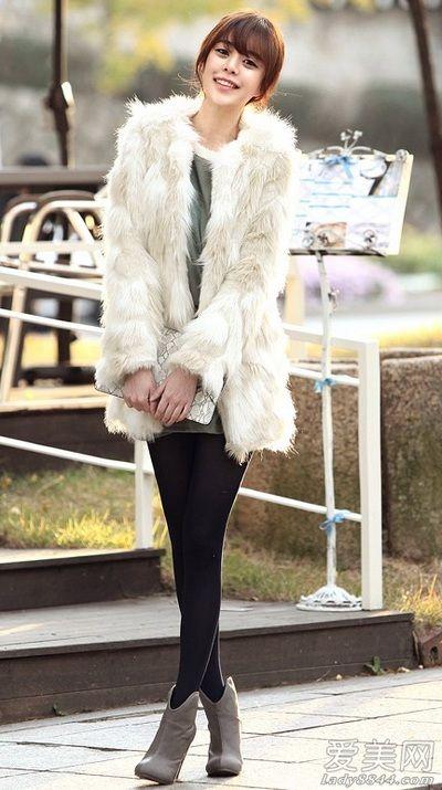 李宇春出席活动穿黑丝短裙搭配恨天高网友:越来越有女人味了 2