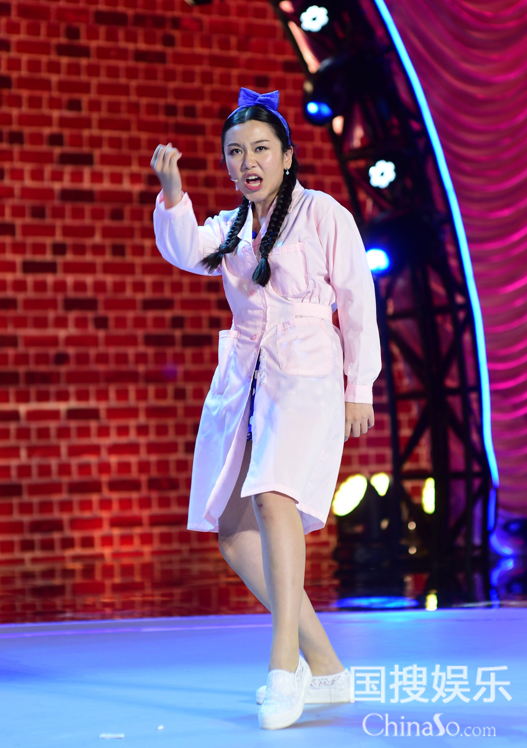 美女选手陆敏雪对冯小刚撒娇 郭德纲:交男朋友了吗? 4