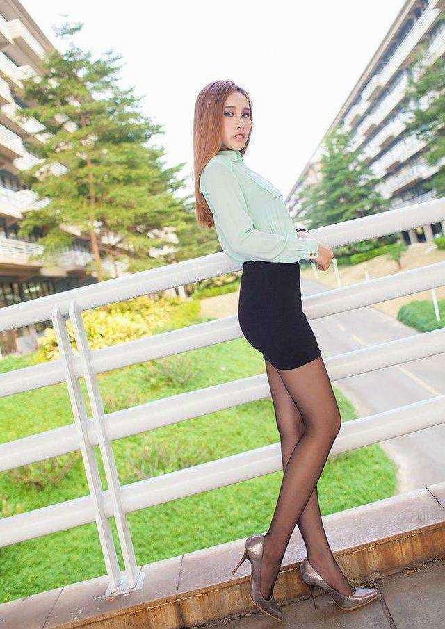 黑丝袜搭包臀裙彰显好气质青春迷人 3