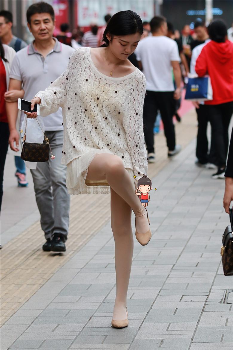 10+ 街拍丝袜美女这么穿你也很美 8