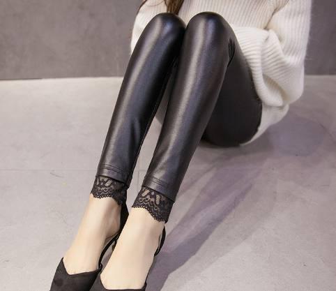 别再穿丝袜打底裤了!今年流行皮裤+毛衣 美爆了 17