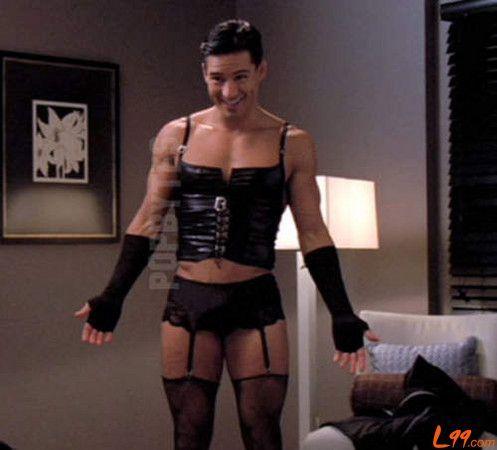 校方回应女生穿吊带丝袜传言 称系其个人行为 2