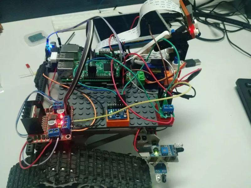 树莓派+nodejs打造物联网图传控制履带车 1