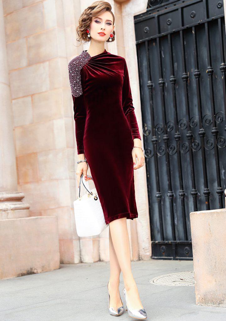 丝绒包臀裙搭配一双黑丝袜尽显美女优雅气质 2