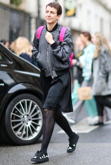 黑丝袜搭配短靴