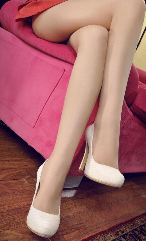 红色短裙遇上肉丝高跟鞋白皙双腿优雅身姿 2