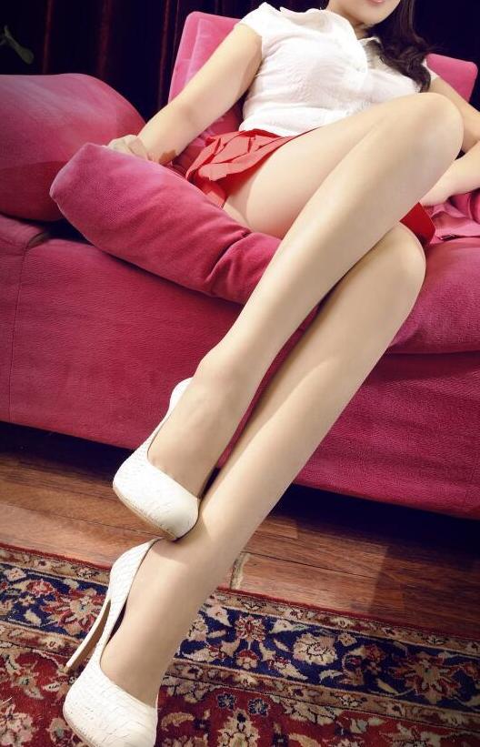红色短裙遇上肉丝高跟鞋白皙双腿优雅身姿 4