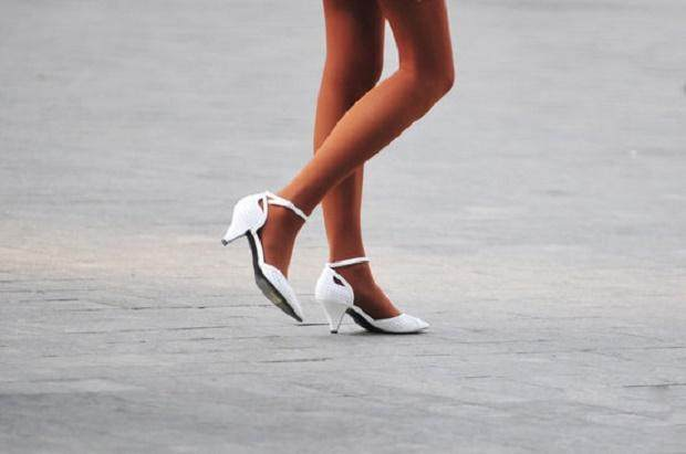女生穿丝袜有4大好处,怪不得美女爱丝袜!