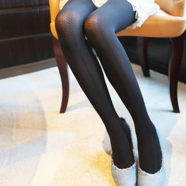 男生穿裤袜