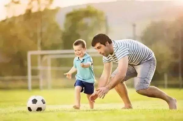 爸爸带的孩子更优秀