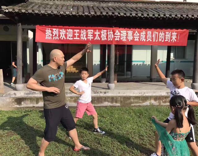 江湖传武大师,上擂台不到10秒变着花样被KO 7