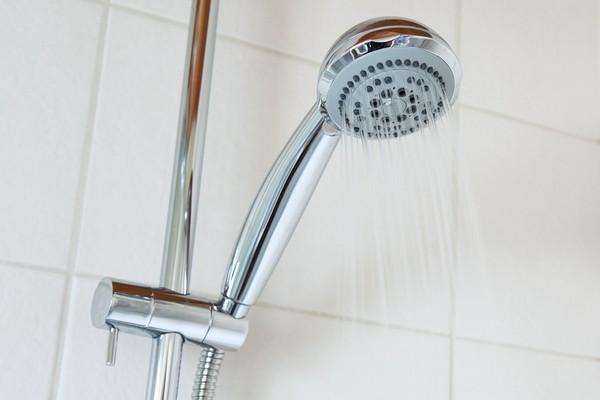 7大男人洗冷水澡的好处增加精子又减肥