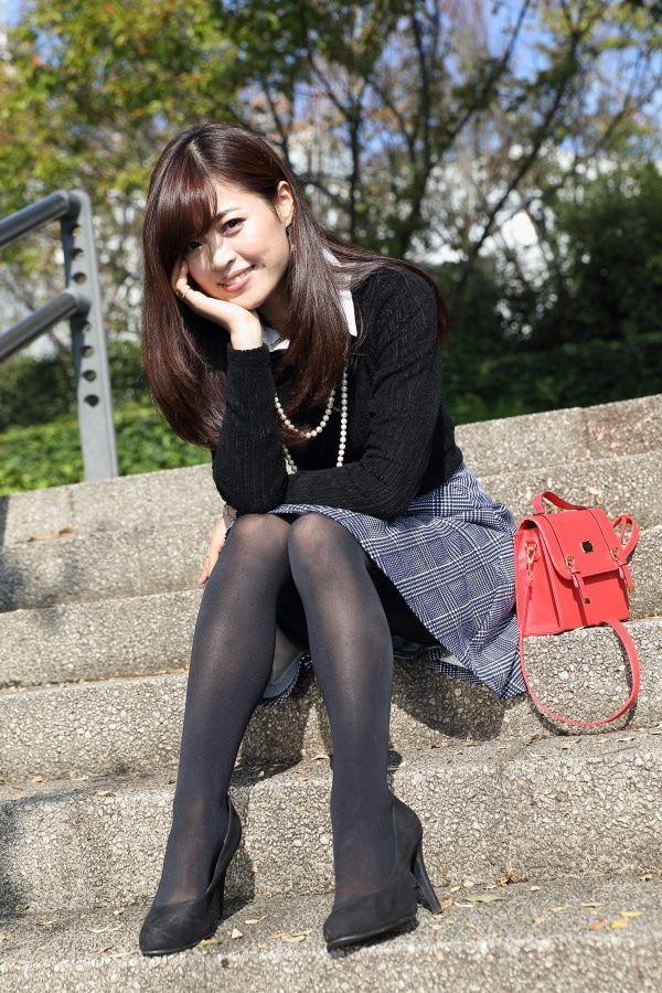 冬天穿丝袜的美女你喜欢吗? 3